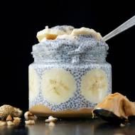 Pudding chia z bananem i masłem orzechowym