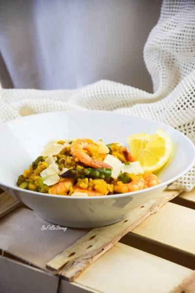 Cytrynowe risotto ze szparagami i krewetkami