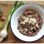Czerwony ryż kokosowy z kalafiorem i czarnuszką