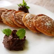 Jaglane placuszki z musem czekoladowym z awokado