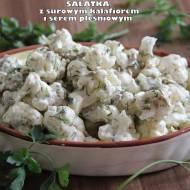 Sałatka z surowym kalafiorem i serem pleśniowym