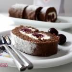 Biszkoptowa, czekoladowa rolada amaretto z wiśniami