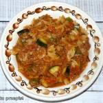 Potrawka z cukinią, pomidorem i tuńczykiem