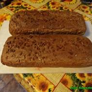 Domowy chleb z otrębami żytnimi.