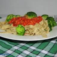 Makaron z oregano, sosem pomidorowym z łopatką wieprzową i boczniakami