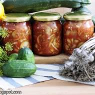 Sałatka z ogórków w pomidorowo- paprykowej zalewie na ostro