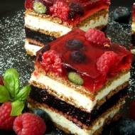 Ciasto grysikowe z owocami leśnymi
