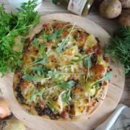 Pizza z pesto, ziemniakami i cebulą