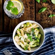Makaron z brokułem w sosie śmietanowym