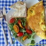 Francuski omlet z szynką i serem