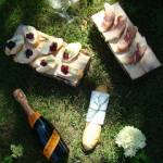 Kanapeczki z serem camembert i konfiturą wiśniową