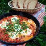Szakszuka, jajka w sosie pomidorowo-paprykowym