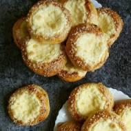 Słodkie okrągłe bułki z serem - watruszki
