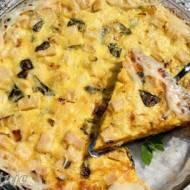 Tarta z żółtym serem, szynką i roszponką