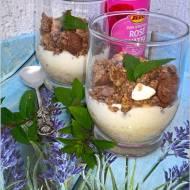 Waniliowo-różany pucharek z owocami i musli