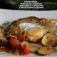 Czuczuka (bakłażan, papryka, cukinia i pomidory podane z duszonymi jajkami)