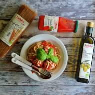 Spaghetti z sosem pomidorowym i mięsno warzywnymi kulkami