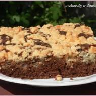 Szybkie kakaowe ciasto z porzeczkami