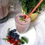 zdrowy, sycący, białkowy koktajl owocowy...