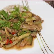Boczniaki z warzywami w japońskim stylu i