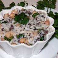Sałatka zpieczarek, ryżu ibiałej fasoli