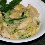 Tajski kurczak zmakaronem zryżu icukinii