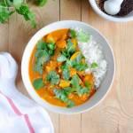 Curry z kalafiorem, zieloną i żółtą cukinią