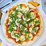 Pizza z kolorową cukinią