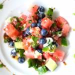 Sałatka z arbuzem, borówkami i fetą – przepis na zdrowy podwieczorek