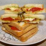 Tosty z pesto, pomidorami i mozzarellą