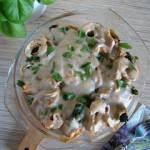 Naleśniki z serem ricotta, szpinakiem i wędzonym łososiem z sosem beszamelowym