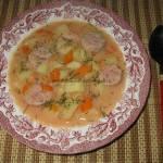 Zupa pomidorowa z płatkami i białą kiełbasą