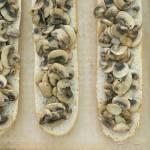 Domowe zapiekanki z pieczarkami i serem