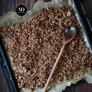 Granola z sezamem, pestkami dyni i cynamonem