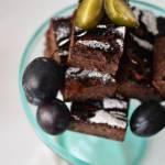 Jaglane brownie ze śliwkami