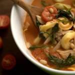 Zupa z tortellini i pomidorami