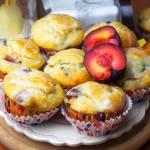 Jogurtowe muffinki ze śliwkami