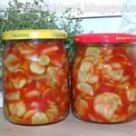 Sałatka z ogórków z koncentratem pomidorowym