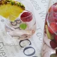 Woda z truskawkami i ananasem