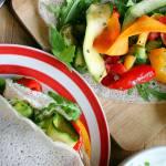 Gryczane naleśniki bez jajek i mleka, z pieczonymi warzywami
