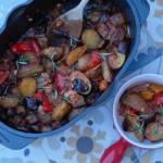 Pieczone warzywa w sosie pomidorowym, czyli szybki jednogarnkowy obiad