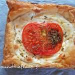 Mini tarty z kozim serem i pomidorami