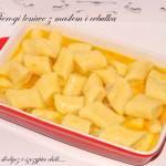 Pierogi leniwe z masłem i cebulką.