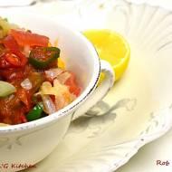 Okra w pikantnym sosie pomidorowym
