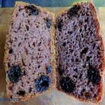 Chleb na dzikich drożdżach z wiśni i mięty
