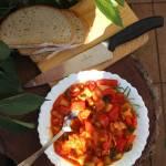 Leczo z pomidorami, papryką i kiełbasą