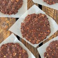 Czekoladowo-orzechowe ciasteczka z płatkami bez pieczenia
