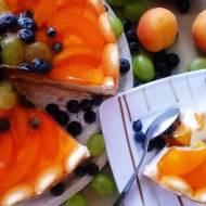 Rozpływający się w ustach, sernik z owocami lata
