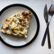 Zapiekanka ziemniaczana z kozim serem i warzywami