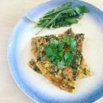 Omlet z zielonym groszkiem i kolendrą
